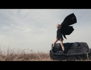 Где искать вдохновение: премьера нового клипа Merry-go-round от Alloise