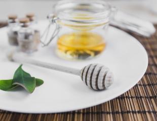 Как правильно делать медовый массаж для похудения дома?