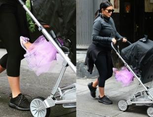 С двух лет на каблуках: Ким Кардашьян учит дочь носить взрослую обувь