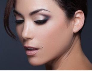 Как сделать макияж на новогодний корпоратив: пошаговый урок