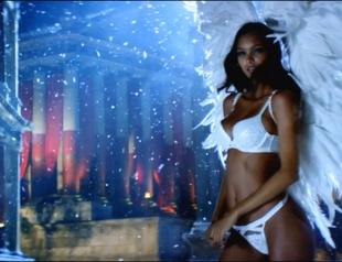 Самый сексапильный рождественский ролик: Ангелы Victoria's Secret в праздничном видео