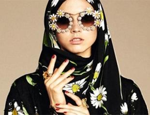 Цветок в пустыне: Dolce & Gabbana оденут мусульманок в гламурные хиджабы