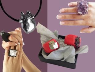 Что подарить на День Влюбленных девушке: украшения и аксессуары на 14 февраля