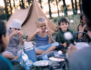 Отдых на природе с детьми: как устроить, что взять ребенку с собой на пикник