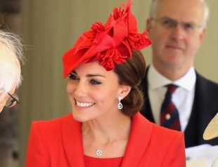 Леди в красном: Кейт Миддлтон снова надела любимый наряд Catherine Walker на церемонию Ордена подвязки