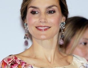 Королева Испании Летиция снова надела платье Zara, купленное пять лет назад