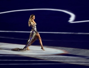 Вдохновение дня: самое длинное дефиле Жизель Бюндхен на открытии Олимпийских игр-2016 в Рио