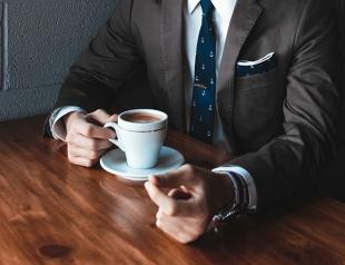 Что подарить начальнику на День шефа: идеи удачных презентов для босса