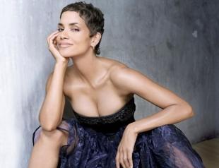 Звездный стартап: Холли Берри запускет линию женского нижнего белья