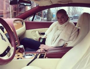 Анастасия Волочкова ужаснула поклонников странной позой во время домашнего релакса (ФОТО)