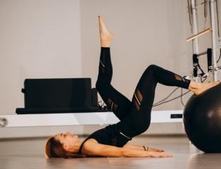 Пилатес для начинающих: 6 лучших упражнений для идеального пресса