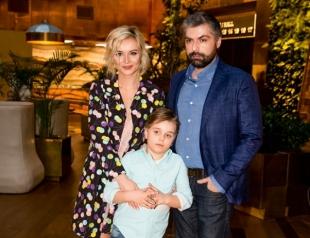 Беременная Полина Гагарина с семьей встретит Новый год в новом доме