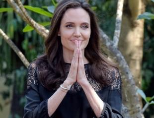"""Анджелина Джоли впервые про развод с Брэдом Питтом: """"Мы — семья и всегда ею будем"""""""