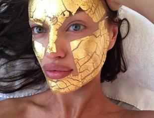 Много каратов: маска для лица из чистого золота, как у моделей Victoria's Secret