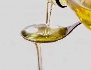 Зачем полоскать рот маслом: рассказываем про целительную технику oil pulling