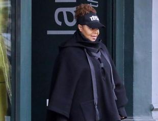 В балахоне и без макияжа: располневшая Джанет Джексон впервые вышла в свет после развода (ФОТО)