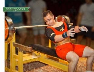 Как это: жать лежа 220 кг и быть веганом (ИНТЕРВЬЮ с мастером спорта по пауэрлифтингу)