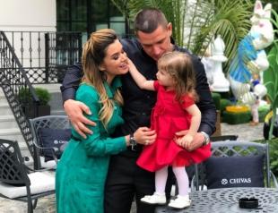 Ксения Бородина и Курбан Омаров официально показали младшую дочь Теону (ФОТО)