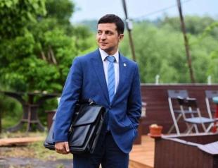 Владимир Зеленский попытался повторить легендарный шпагат Ван Дамма (ФОТО)