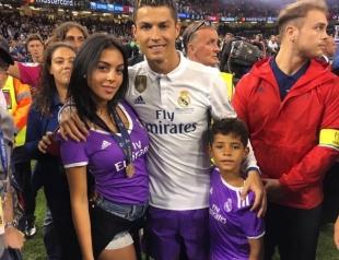 Криштиану Роналду официально подтвердил рождение двойни: он теперь многодетный отец!