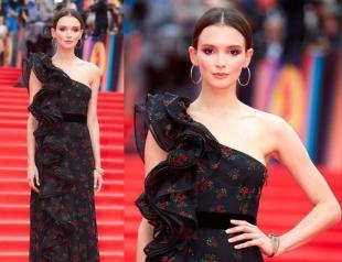 Невеста Федора Бондарчука произвела фурор на закрытии ММКФ-2017 своим роскошным образом (ФОТО)