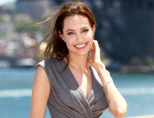 Старший сын Джоли и Питта уверен, что мама должна заняться своей личной жизнью