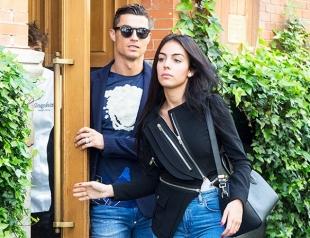Криштиану Роналду показал новое фото с детьми и беременной подругой Джорджиной Родригес