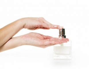 Почему кожа рук пересыхает и как справиться с постоянной сухостью рук