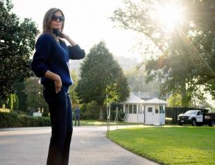 На Меланию Трамп обрушилась новая порция критики: жену президента высмеяли за солнцезащитные очки поздним вечером (ФОТО)