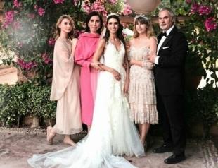 Семейный подряд: Валерий Меладзе на свадьбе трогательно спел с тремя дочками (ВИДЕО)