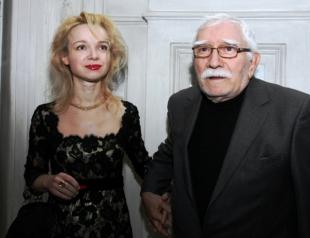 82-летний Армен Джигарханян обвинил 38-летнюю жену в воровстве: женщину уволили из его театра