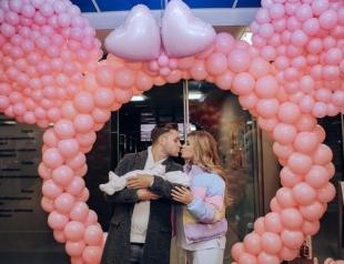 Рита Дакота и Влад Соколовский впервые показали новорожденную дочь Мию (ФОТО)
