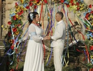 Зважені та щасливі: в Сеть попали свадебные фотографии похудевшей Русланы Писанки и ее мужа
