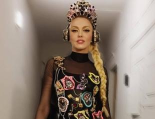 Вместо цветов: Оля Полякова получила нетрадиционный подарок на 8 марта (ФОТО)