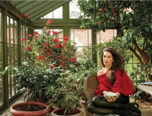Амаль Клуни на обложке Vogue: жена актера рассказала о детях и показала роскошный дом (ФОТО)