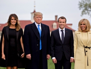 Встреча президентов Макрона и Трампа: мужчины посадили дуб, а Мелания и Бриджит появились в эффектных образах