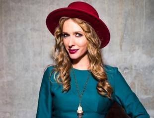 Катя Осадчая в нежном платье за 700 евро посетила Каннский кинофестиваль (ФОТО)