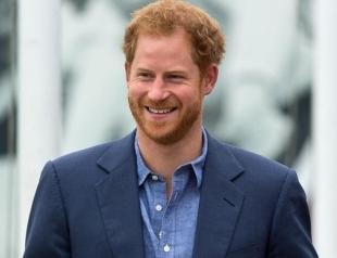 А где Меган? Принц Гарри появился на публике после медового месяца