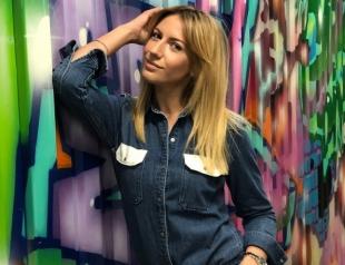 Леся Никитюк в гламурном образе снялась на фоне ржавой решетки и старых стен (ФОТО)