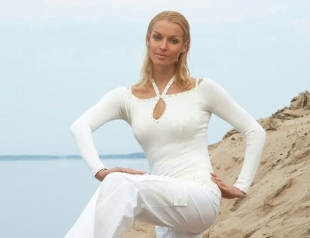 Анастасия Волочкова показала заметно постройневшую фигуру в платье-сеточке (ФОТО)