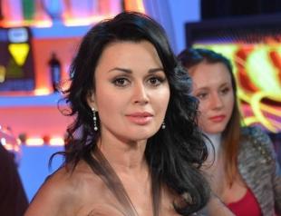 Анастасия Заворотнюк трогательно поздравила Леру Кудрявцеву с рождением дочери