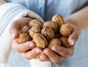 Вопреки большой пользе: кому нельзя есть орехи