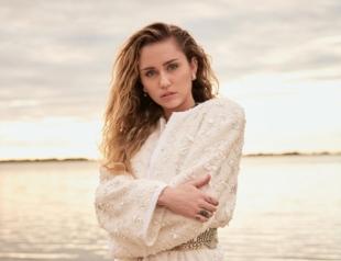 Майли Сайрус в полуобнаженном виде снялась для Vanity Fair (ФОТО)