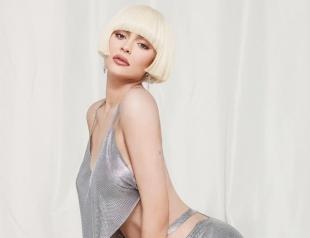 Кайли Дженнер в кружевном платье Dolce & Gabbana украсила обложку глянца (ФОТО)