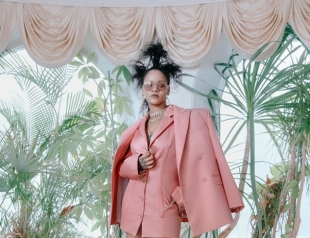 Рианна в новой фотосессии презентовала собственную коллекцию люксовой одежды (ФОТО)