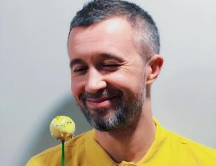 Мальчик-иностранец: мама Сергея Бабкина не может привыкнуть к его частой смене образов