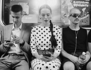 """""""Розовый фламинго"""": Даша Астафьева в метро зачитала стихи из ностальгической песни (ВИДЕО)"""