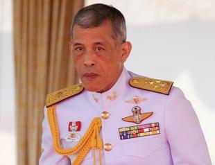 Плюс одна супруга: король Таиланда официально женился на своей любовнице (ВИДЕО)