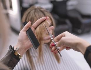 Чем отличается стрижка на сухие и влажные волосы