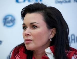 СМИ: Анастасию Заворотнюк ввели в медикаментозную кому
